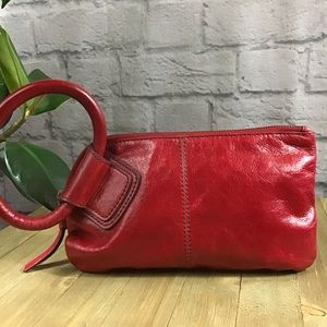 🍃 HOBO International red sable leather ring purse